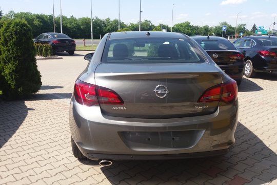 OPEL ASTR SEDAN 1.4 140KM MT6 2