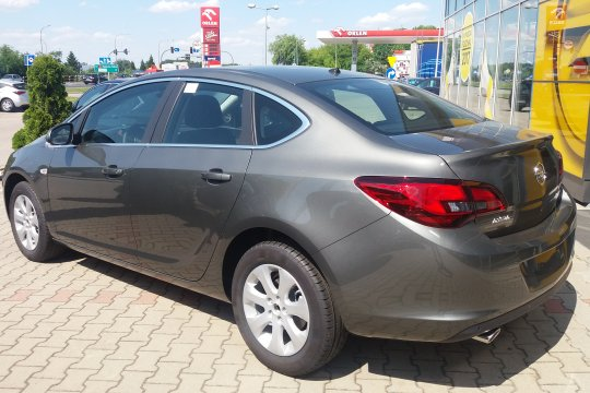 OPEL ASTR SEDAN 1.4 140KM MT6 3