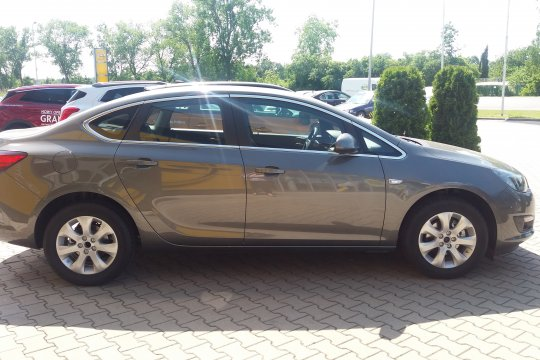 OPEL ASTR SEDAN 1.4 140KM MT6 4